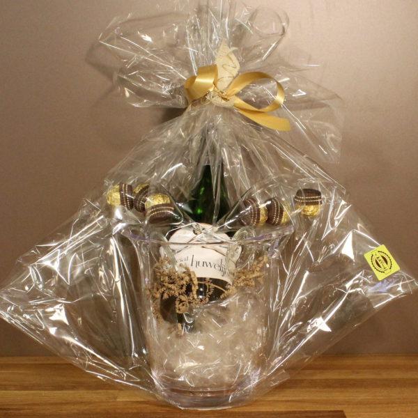 Huwelijk cadeaupakket cava emmer glazen chocolade
