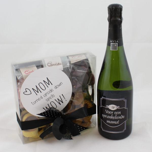 Moederdag cadeaupakket cava zoetigheden label
