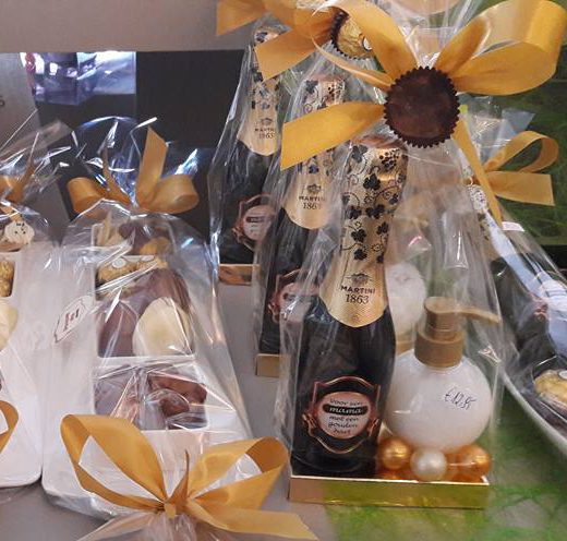 Moederdag cadeaupakketten snoep chocolade drankflesje verzorging