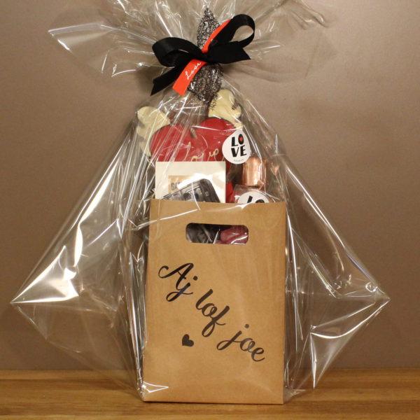 Valentijn cadeaupakket snoep geschenk
